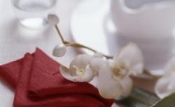 Składanie serwetek: jak ułożyć serwetkę w ząbki