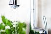 Warto oszczędzać ciepłą wodę! Zdrowe nawyki i baterie wspomagające oszczędności