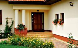 Drzwi wejściowe, które sprawią, że poczujesz się bezpiecznie. Jakie drzwi do domu wybrać?