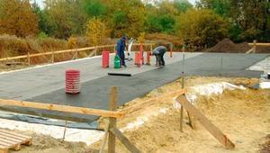 Papy bitumiczne do izolacji fundamentów. Jak kupować i układać papy asfaltowe lub papy termozgrzewalne?