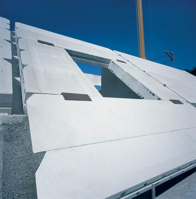 Okno w dachu z płyt prefabrykowanych