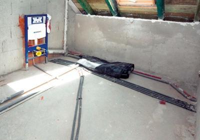 Instalacja wodna. Rozprowadzenie rur do wody w remontowanej łazience