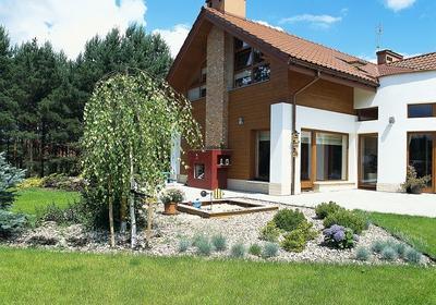 Nawierzchnie ze żwiru lub grysu - sposób na atrakcyjne zagospodarowanie terenu wokół domu