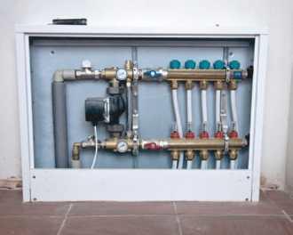 Regulacja temperatury w instalacji wodnego ogrzewania podłogowego: jak ustawić parametry w podłogówce