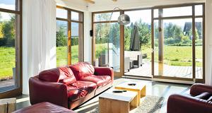 Duże okna tarasowe. Jakie są ceny drzwi tarasowych? Czy montaż okien balkonowych wiąże się ze zwiększoną utratą ciepła w domu?