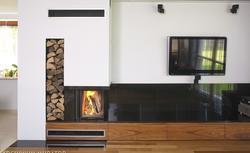 Drewno opałowe. Jaki rodzaj drewna wybrać do palenia w kominku?