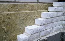 Ściany trójwarstwowe. Kiedy warto budować ściany z izolacją termiczną i elewacją murowaną?