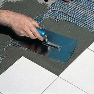 Jak ogrzać podłogę prądem