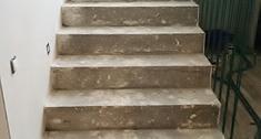 Jakim materiałem wyrównać schody betonowe?